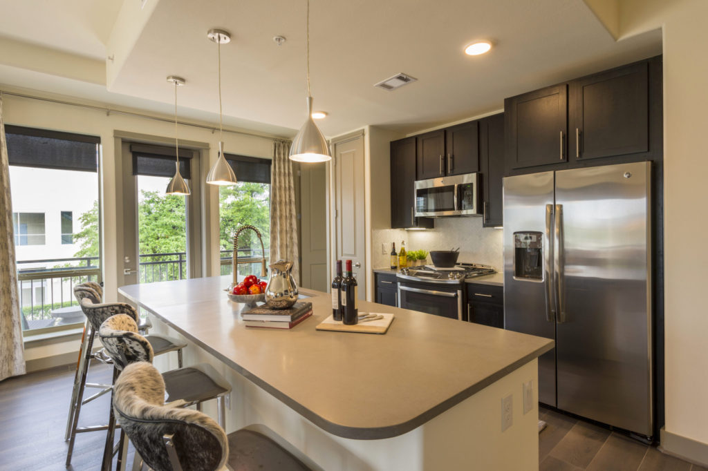 . Houston Apartments with Modern Marvels   Alexan City Centre